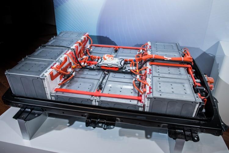 Nissan IDS концепция - аккумулятор 60 кВт (мы ожидаем, что будет также питание следующего поколения LEAF в 2017 году)