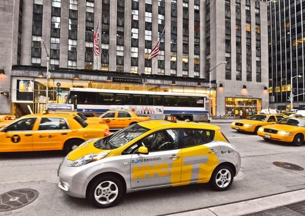 taxi-nissan-leaf-Elmob-ev