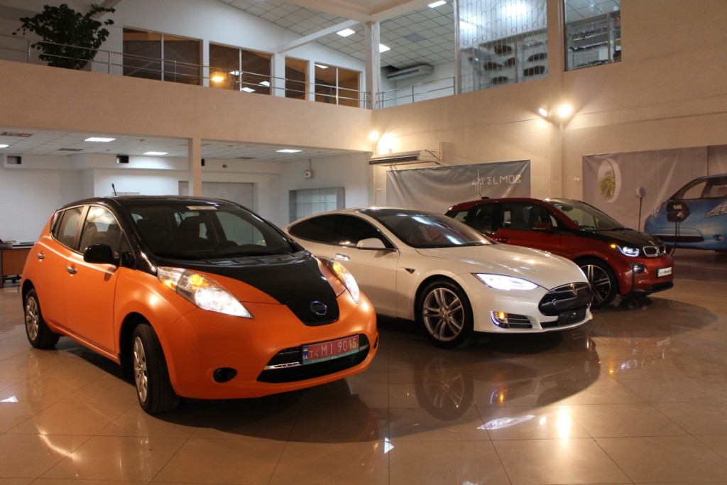 ELMOB Elektromobily TESLA NISSAN BMW_1279x853