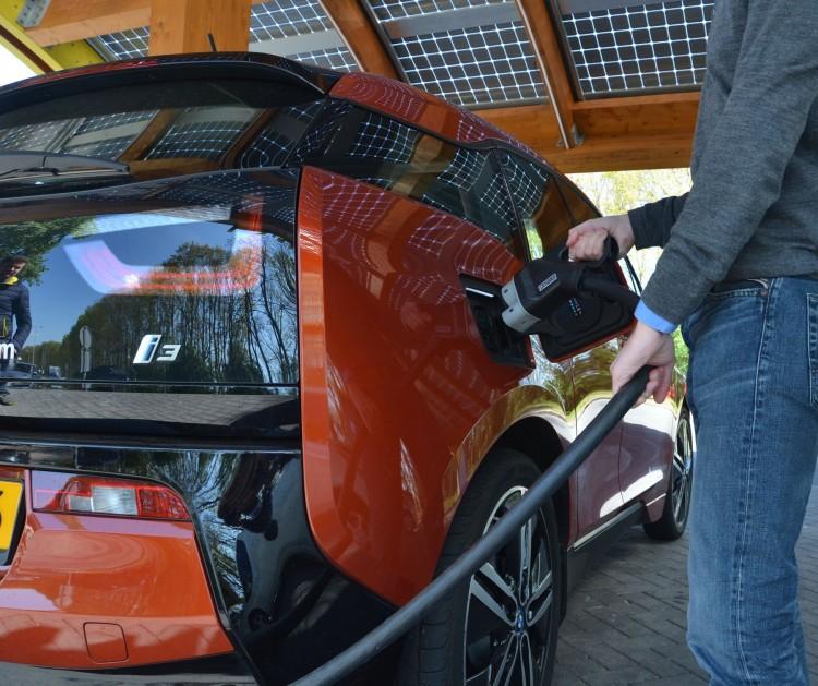 BMW-i3-станции-быстрой-зарядки-Нидерландах-Elmob