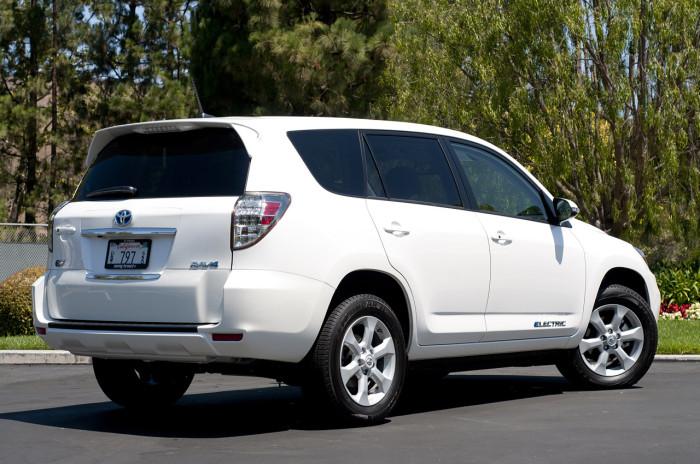 Toyota-RAV4_EV-elektromobili-elmob