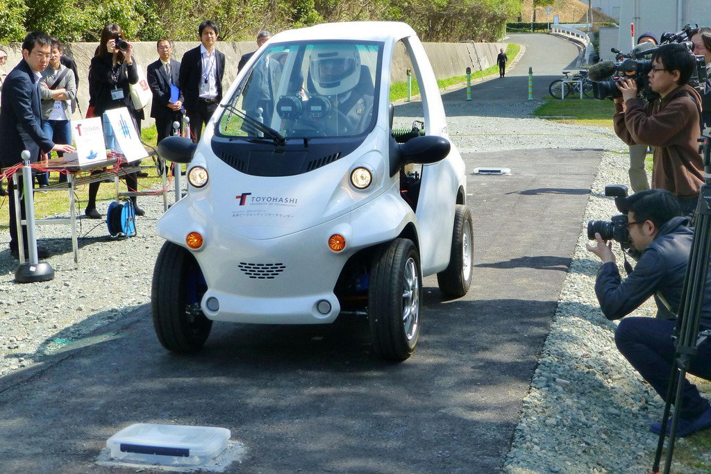 elektromobil-bez-akkumulyatora-yaponiya-poligon-elmob