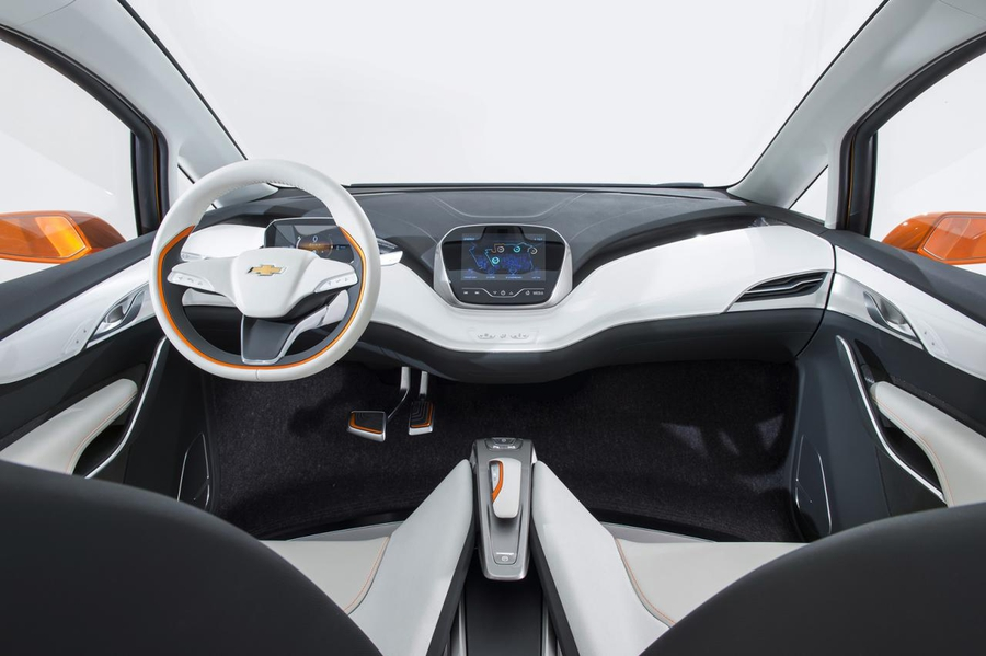 salon-chevrolet-bolt-electric-car-elmob