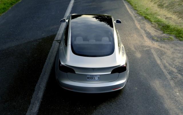 tesla-elektromobili-elmob