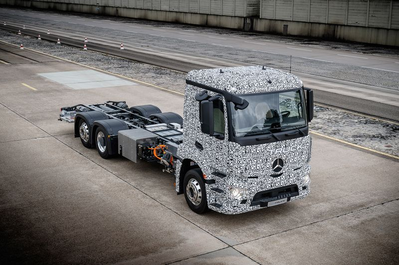фото грузовика Мерседес Бенц