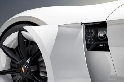 Универсальное зарядное устройство Porsche