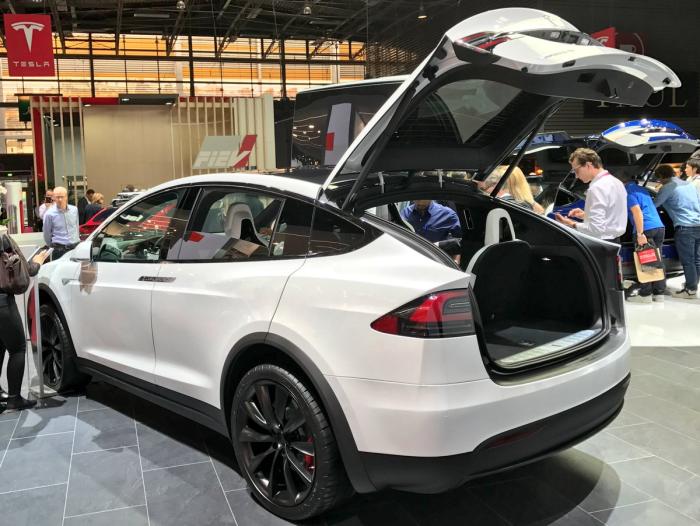 фото электромобиль Компания Тесла Моторс