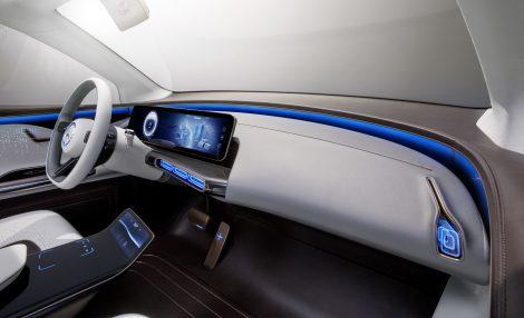 салон Mercedes бренд 'EQ'