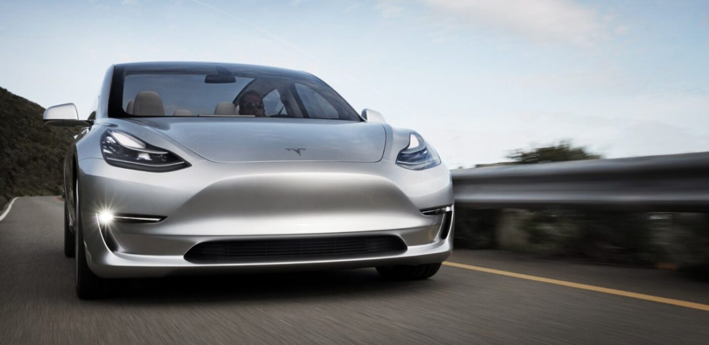 фото Тесла Модель 3
