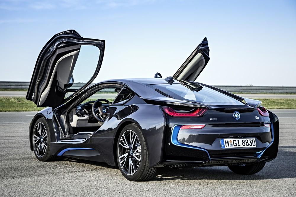 электрический BMW i8