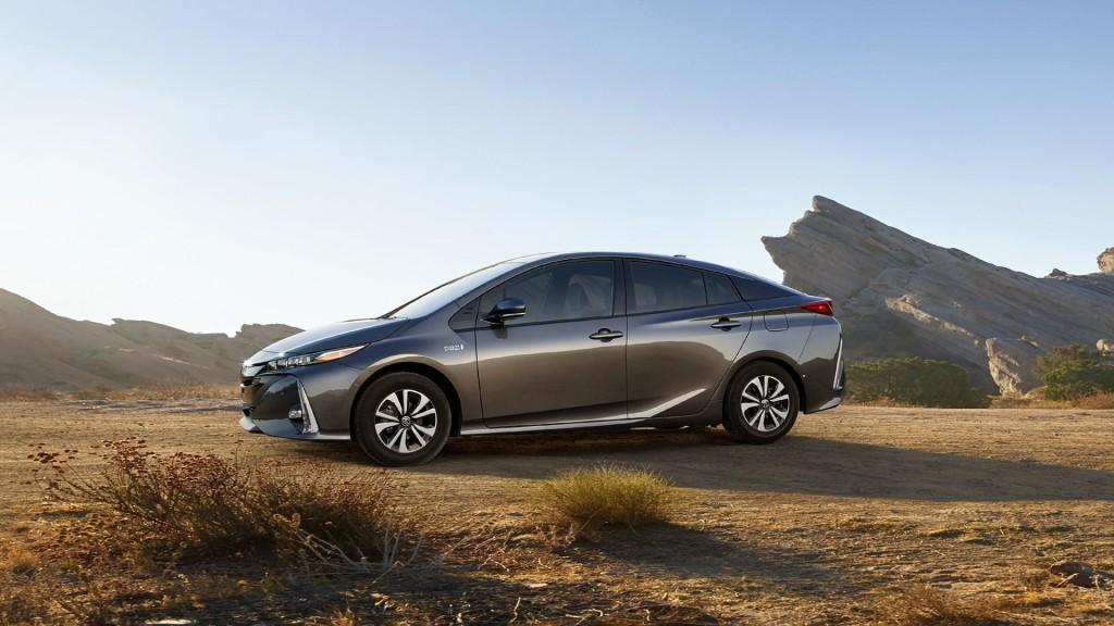фото Toyota Prius Prime
