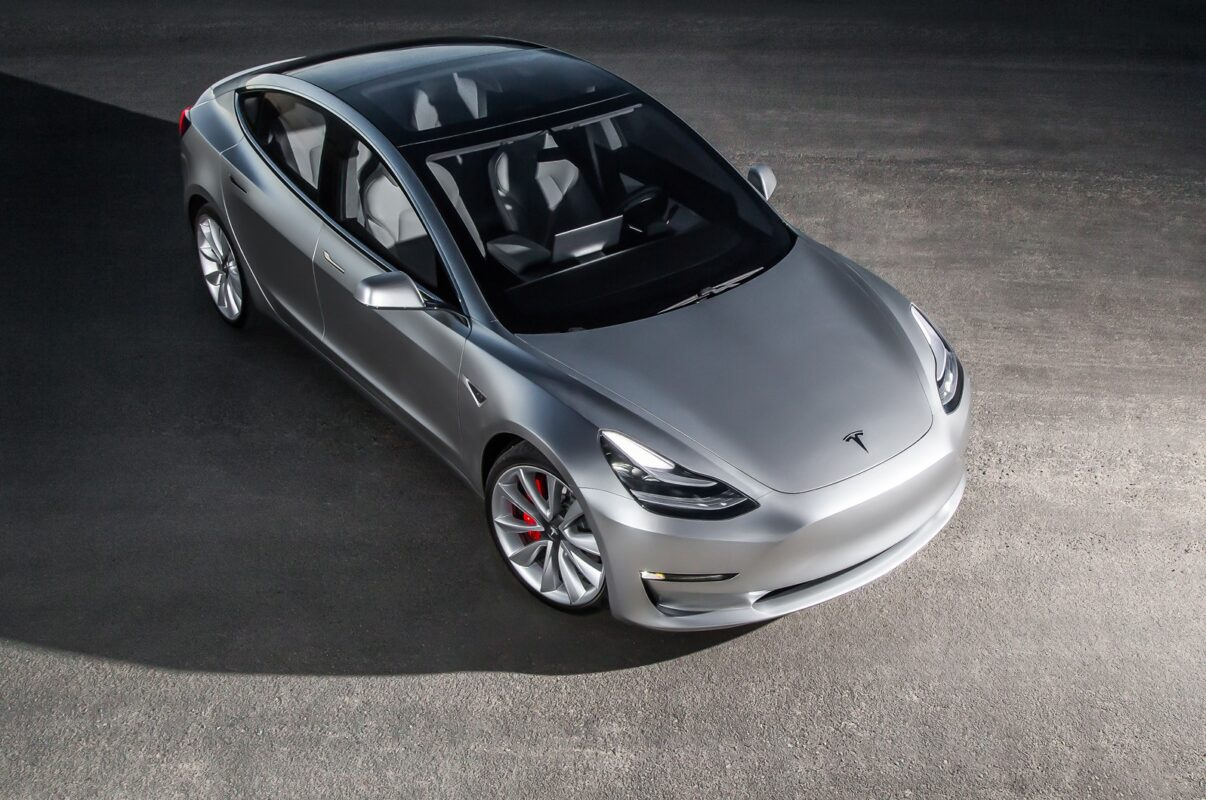 2017-Tesla-Model-3-top-view