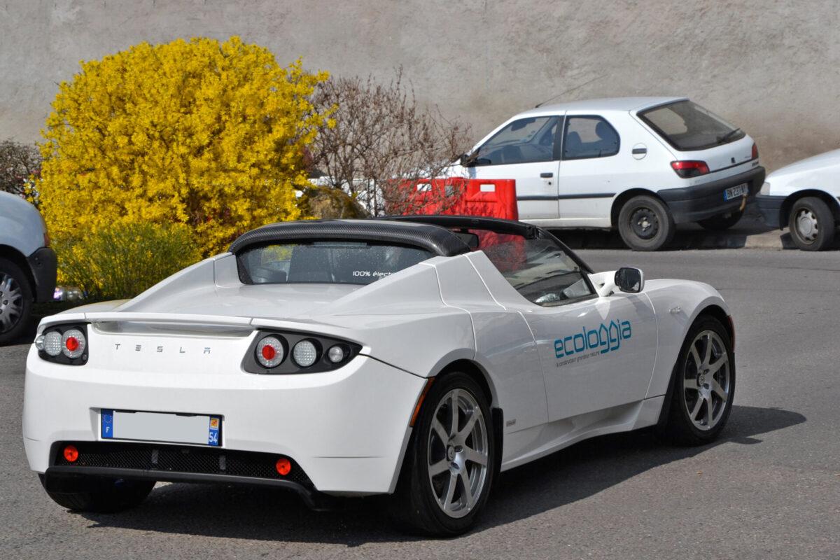 Tesla_Roadster_-_Flickr_-_Alexandre_Prévot_(1)