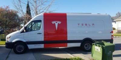сервисный автомобиль Tesla