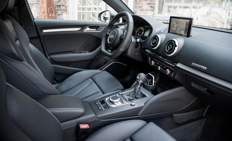 Interior-2016-Audi-A3-sportback-e-tron