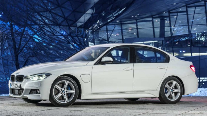 гибрид BMW 330e iPerformance