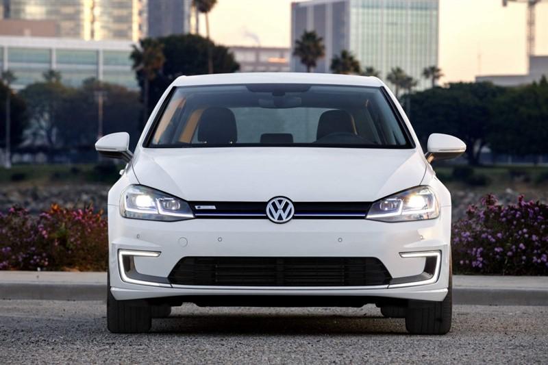2017-VW-e-Golf-электромобиль