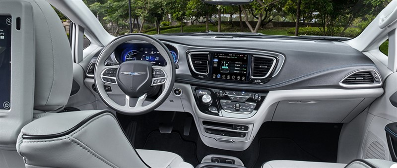 Chrysler Pacifica Hybrid интерьер