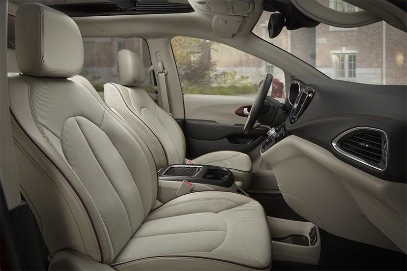 Chrysler-Pacifica гибрид интерьер