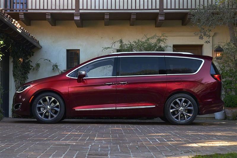 Chrysler-Pacifica гибрид