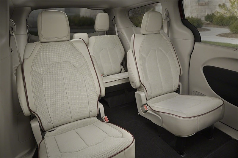 Chrysler-Pacifica-салон