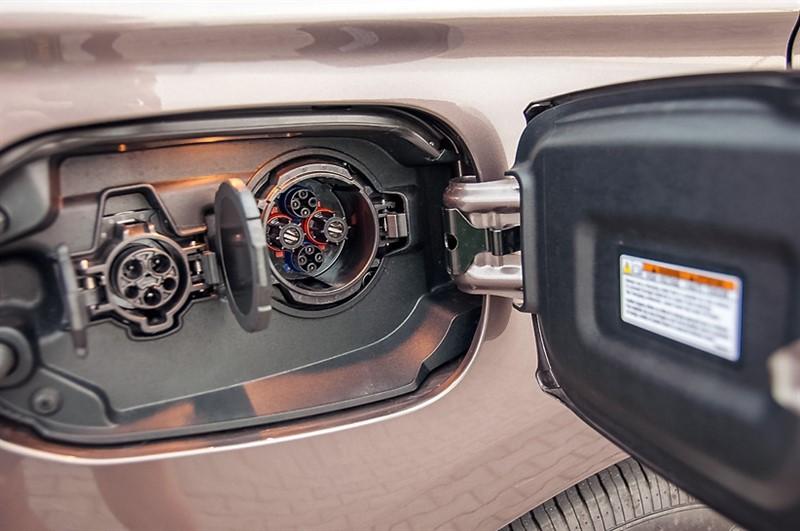 Mitsubishi Outlander зарядка
