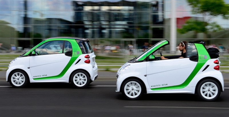 smart Canada today released pricing for the highly anticipated, next generation e-product portfolio that will include the smart fortwo electric drive and the all-new smart ebike. The smart fortwo electric drive coupe will start from $26,990 while the electric drive cabriolet will be priced from $29,990. smart Centres across the country are already taking orders, and the first cars will be delivered in Spring 2013. (CNW Group/Mercedes-Benz Canada Inc.)