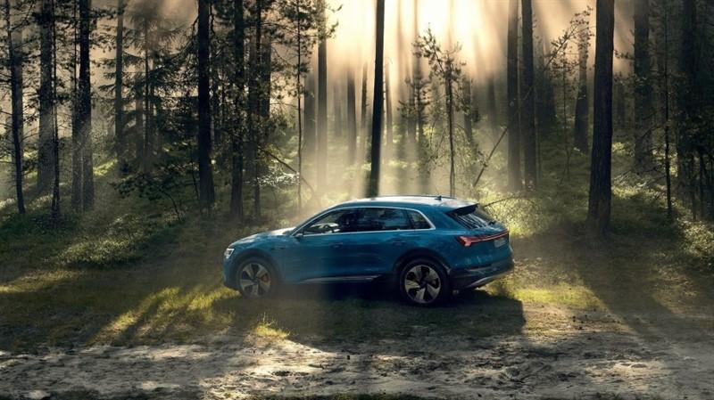 Audi E-Tron электрокроссовер