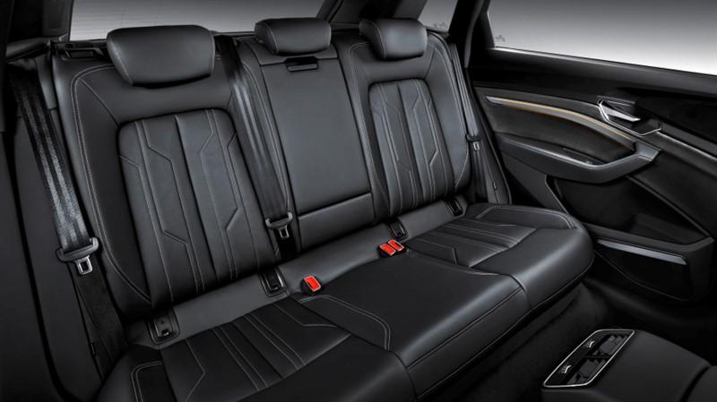 Audi E-Tron места пассажиров