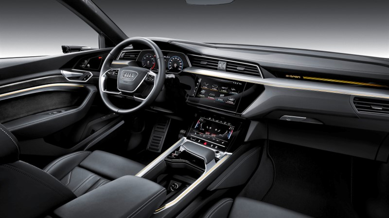 Audi E-Tron салон