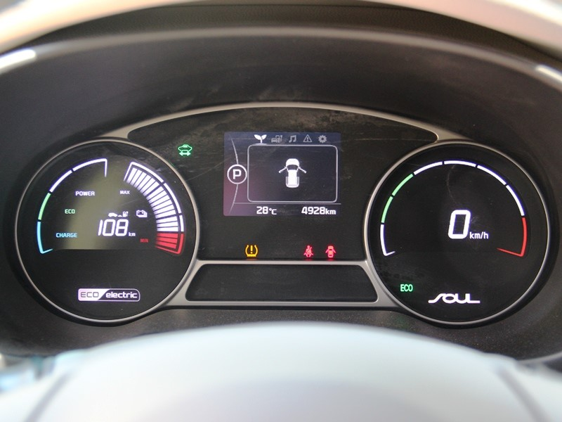 KIA Soul EV приборная панель