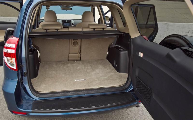 Toyota RAV4 EV багажник