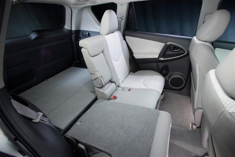 Toyota RAV4 EV интерьер