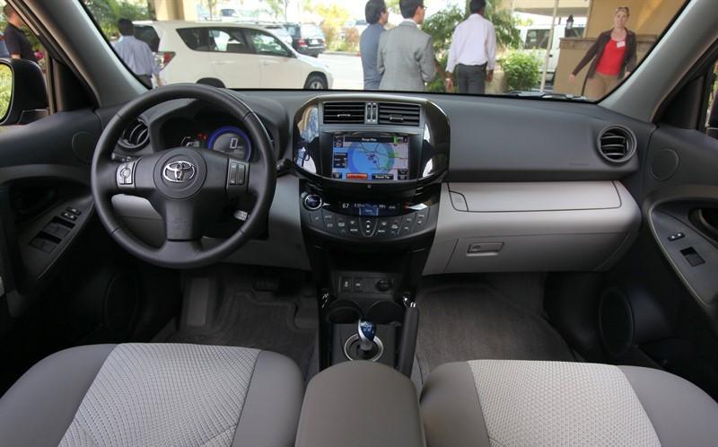 Toyota RAV4 EV салон