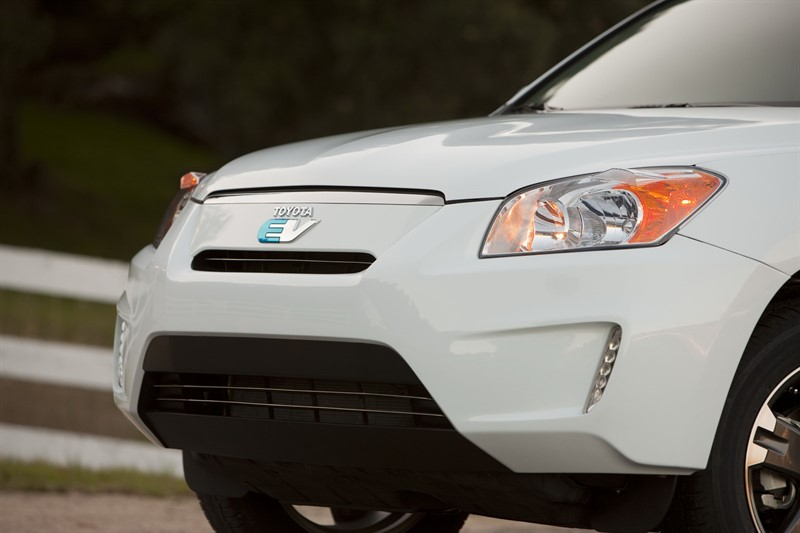 электрический Toyota RAV4