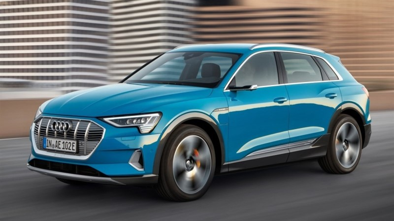 производственная версия Audi E-Tron