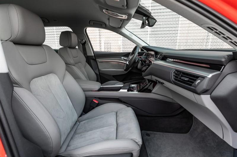 Audi e-tron интерьер салона