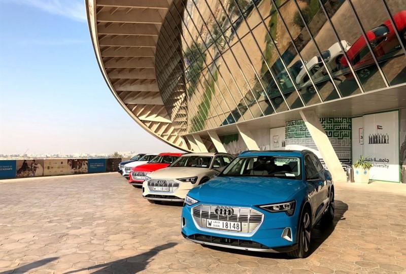 электрический внедорожние Audi e-tron