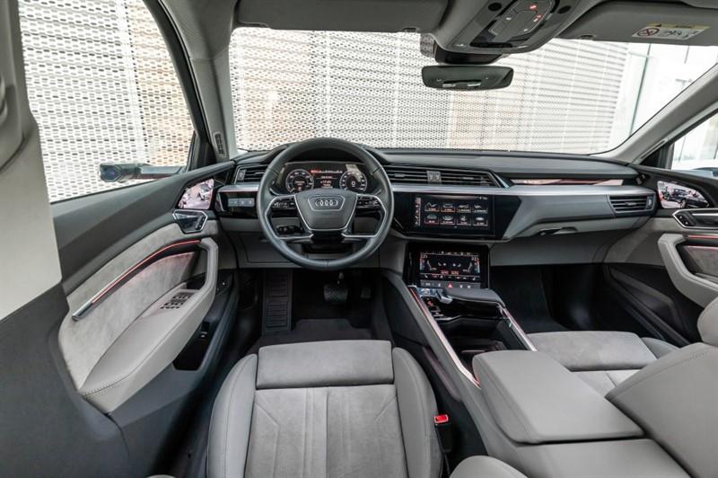 электромобиль Audi e-tron интерьер