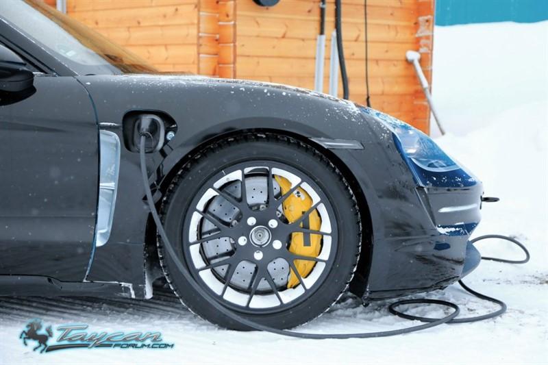 Porsche-Taycan-Prototype-_SB18089_800x533