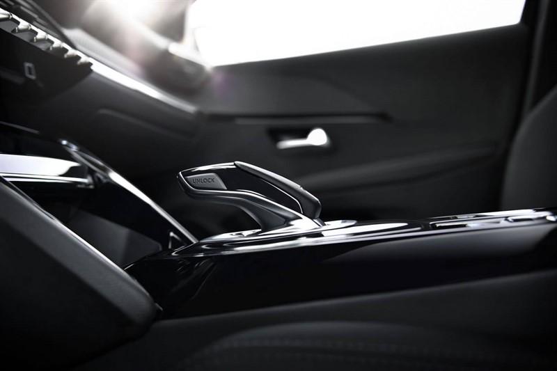 peugeot-e-208-e-motion-interior-hevcars-5_800x533