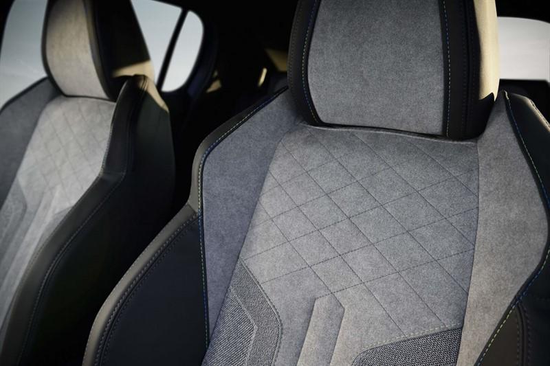 peugeot-e-208-e-motion-interior-hevcars-6_800x533