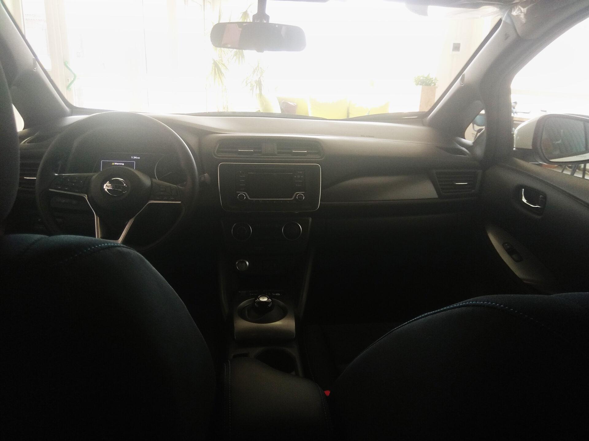 новый Nissan Leaf