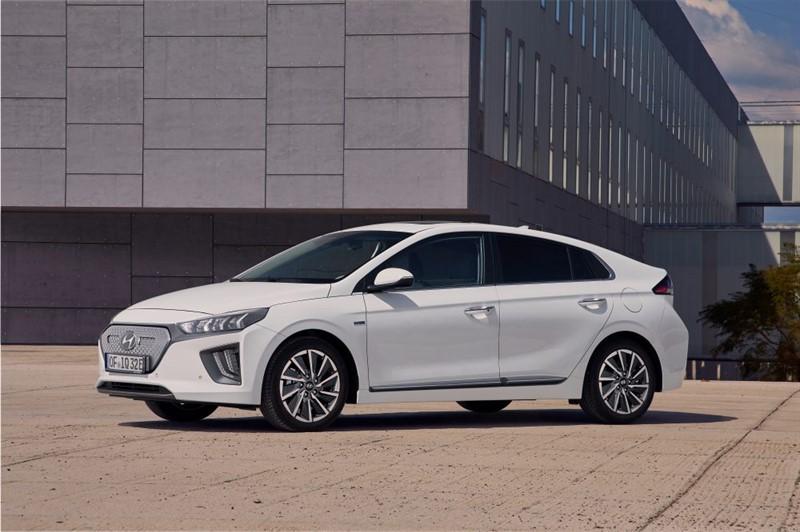 Новый-Hyundai-IONIQ-Electric