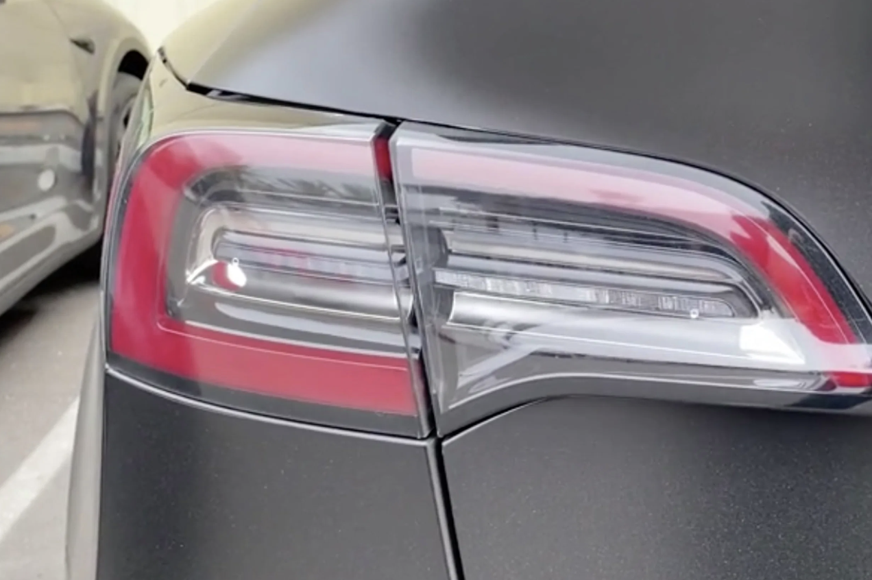 Tesla-Model-Y-new-Taillight